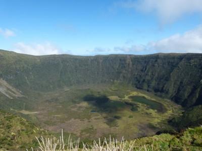 Cratère d'un volcan sur les Açores